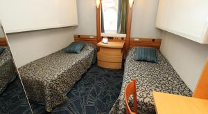 M/V Ocean Endeavor private cots