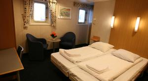M/V Sea Endurance interior suite