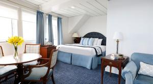 M/V Victory I luxury suite